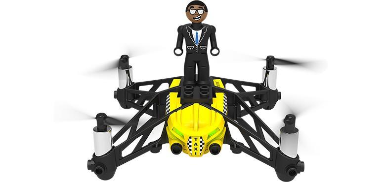El modelo amarillo del Airborne Cargo se llama Travis y tiene forma de taxi